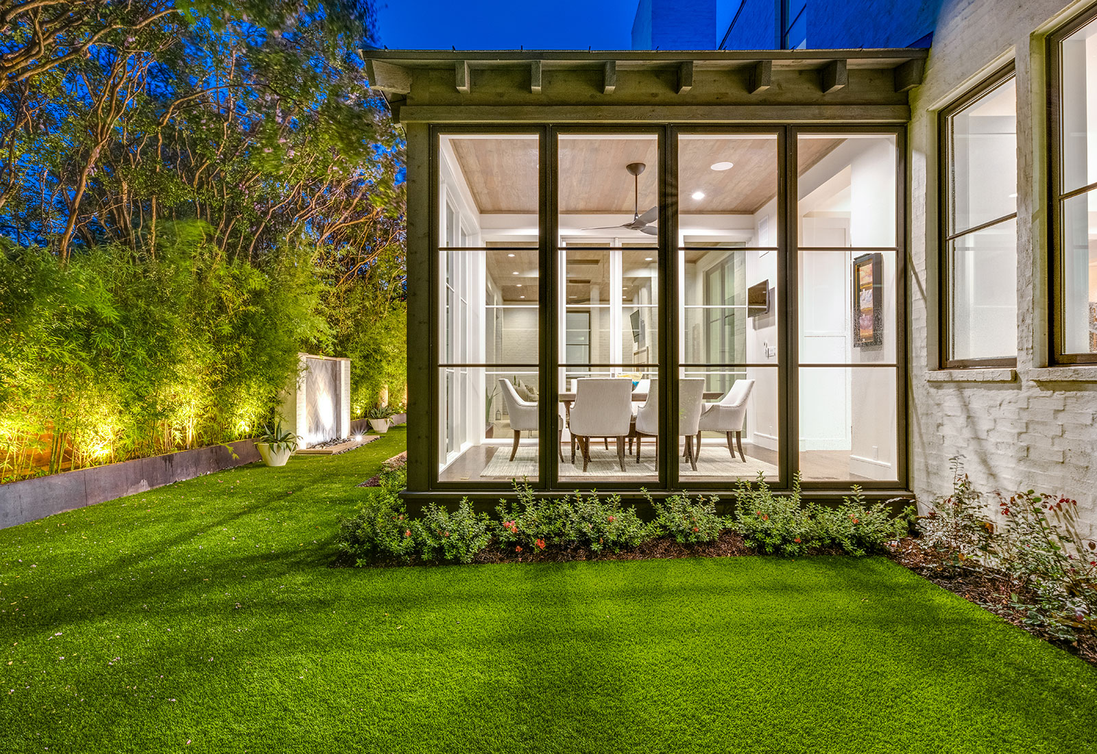 ddla-design-pemberton-modern-rear-lawn-evening-breakfast-room.jpg