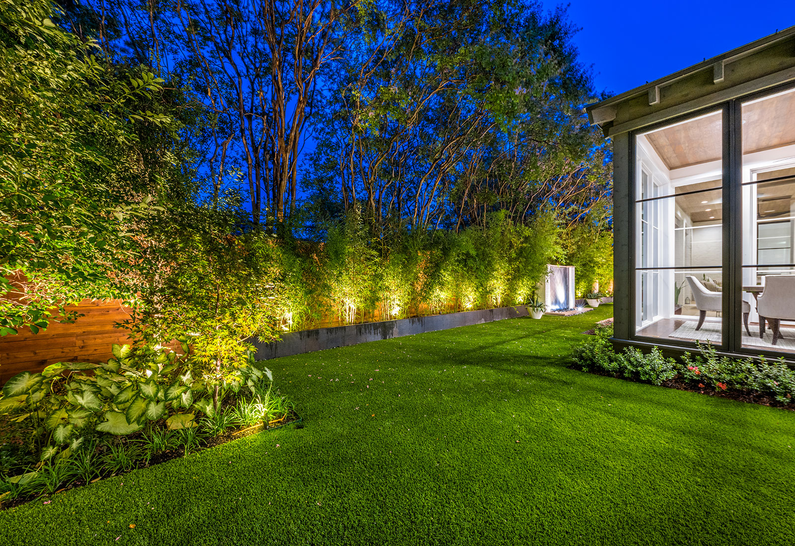 ddla-design-pemberton-modern-rear-lawn-evening2.jpg