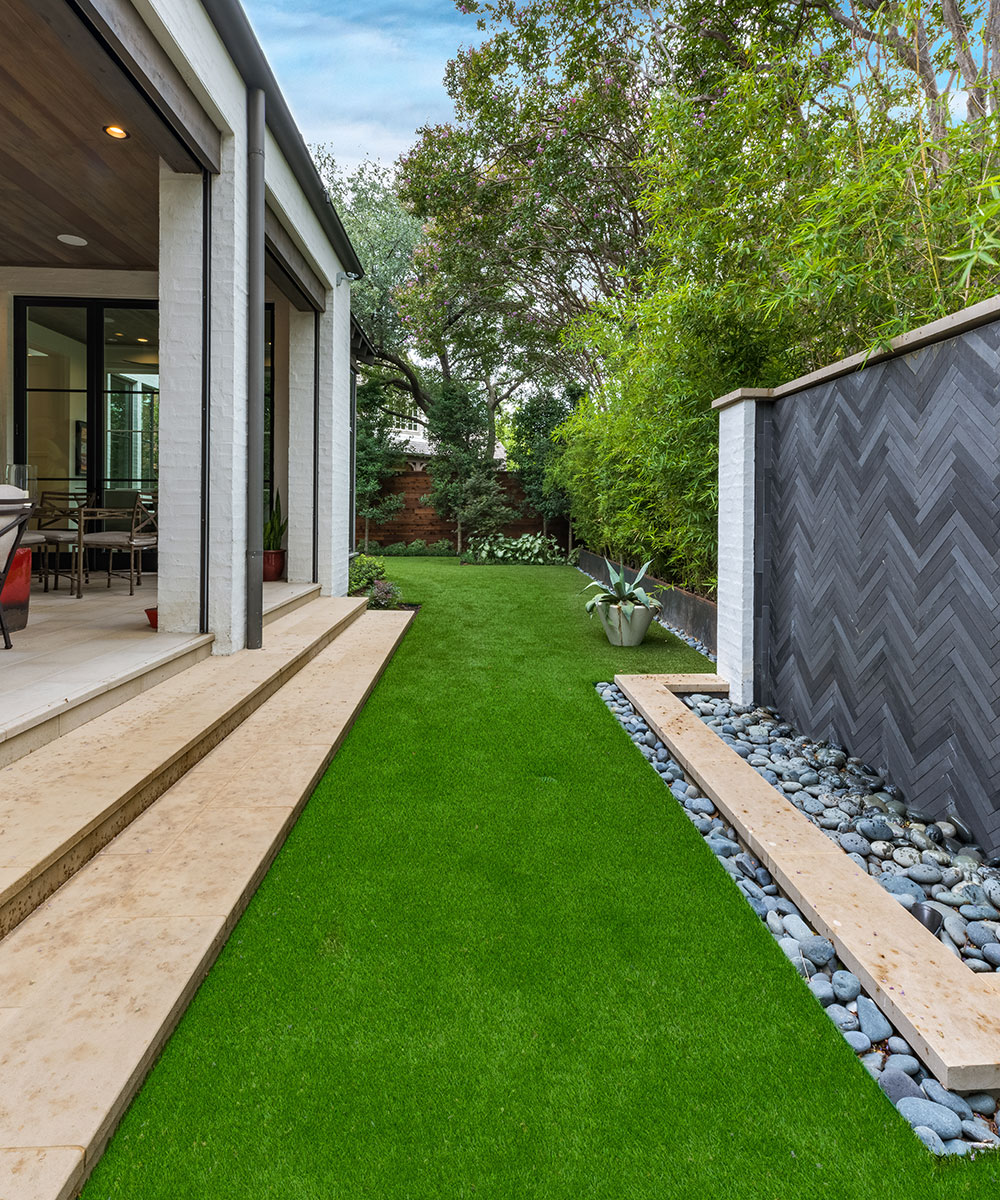 ddla-design-pemberton-modern-rear-lawn-fountain-synthetic-turf.jpg