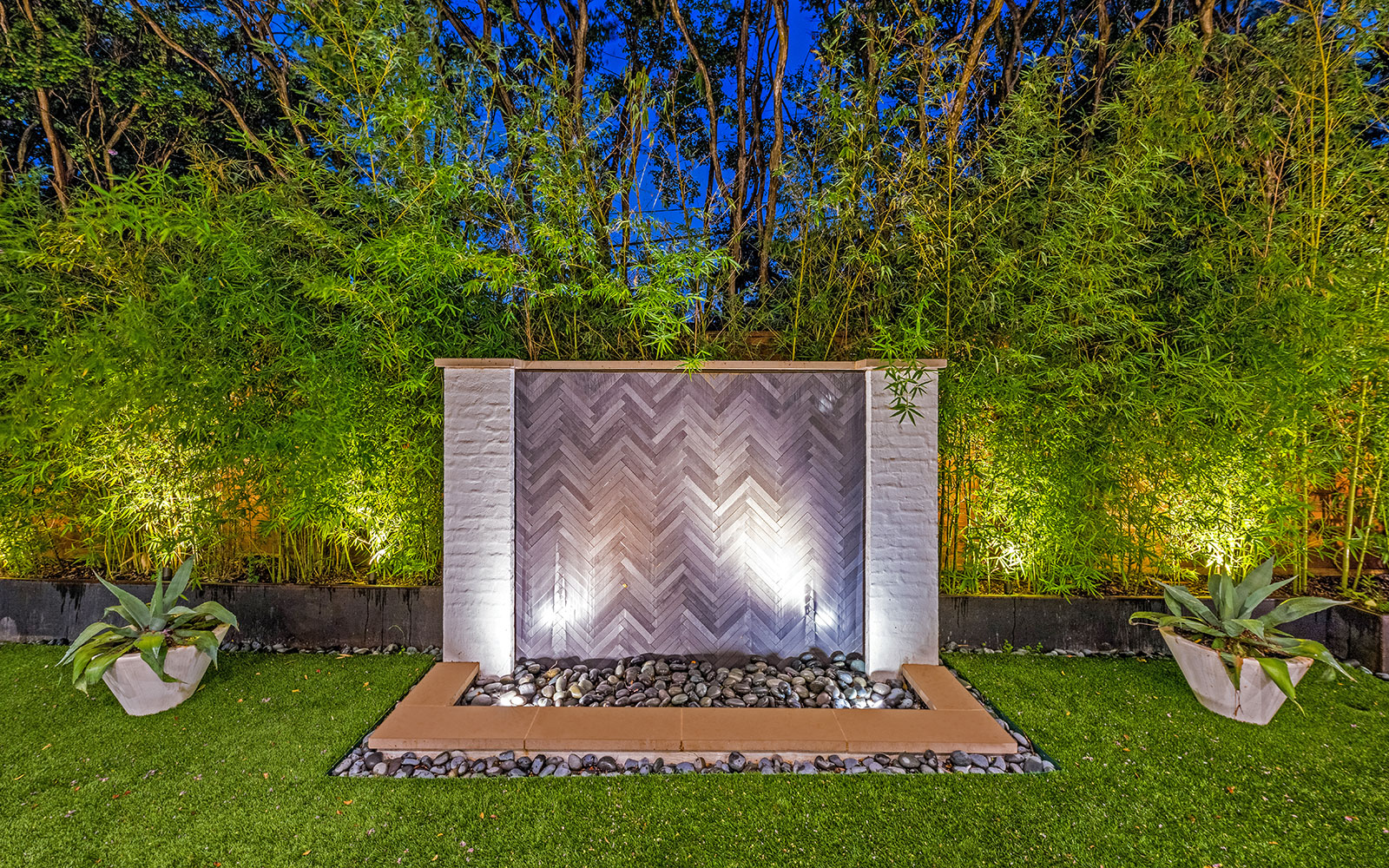 ddla-design-pemberton-modern-rear-wall-fountain.jpg