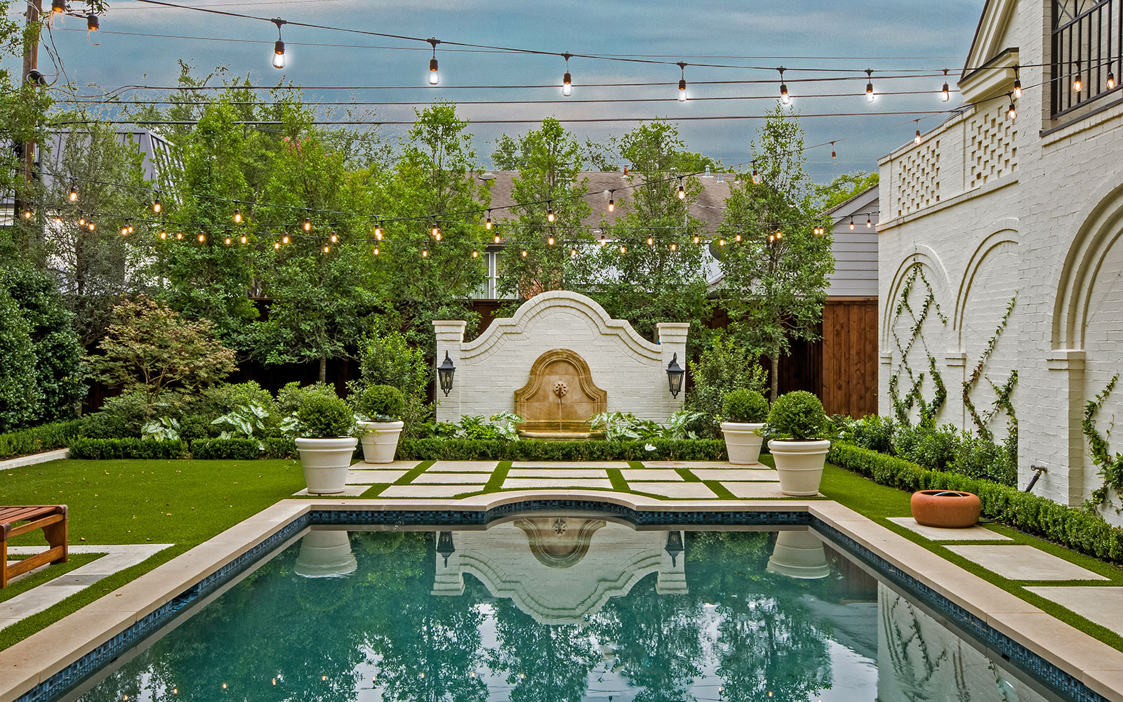 ddla-design-windsor-pool-wall-fountain.jpg