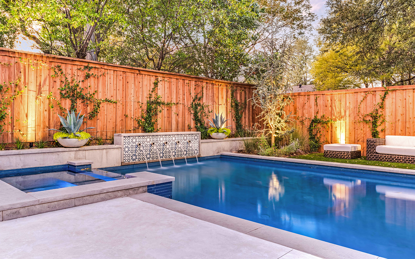 lakewood-rear-modern-pool-fountain.jpg
