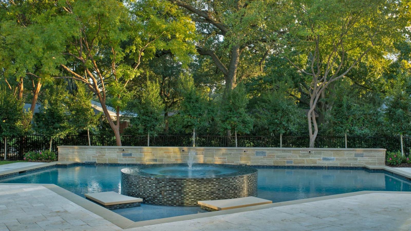 ddla-royalton-pool-spa-garden.jpg