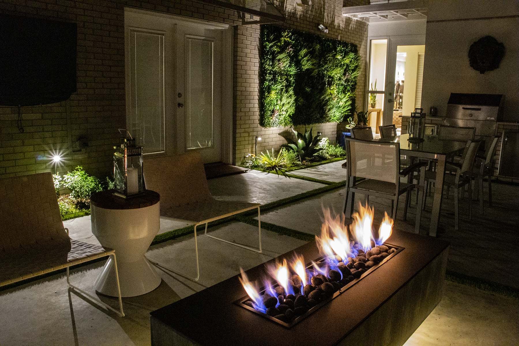 ddla-design-uptown-townhome-ourtdoor-living.jpg