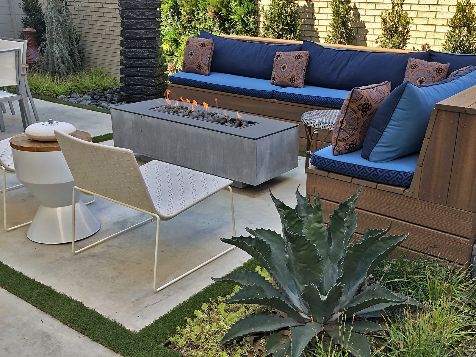 ddla-design-uptown-outdoor-courtyard.jpg