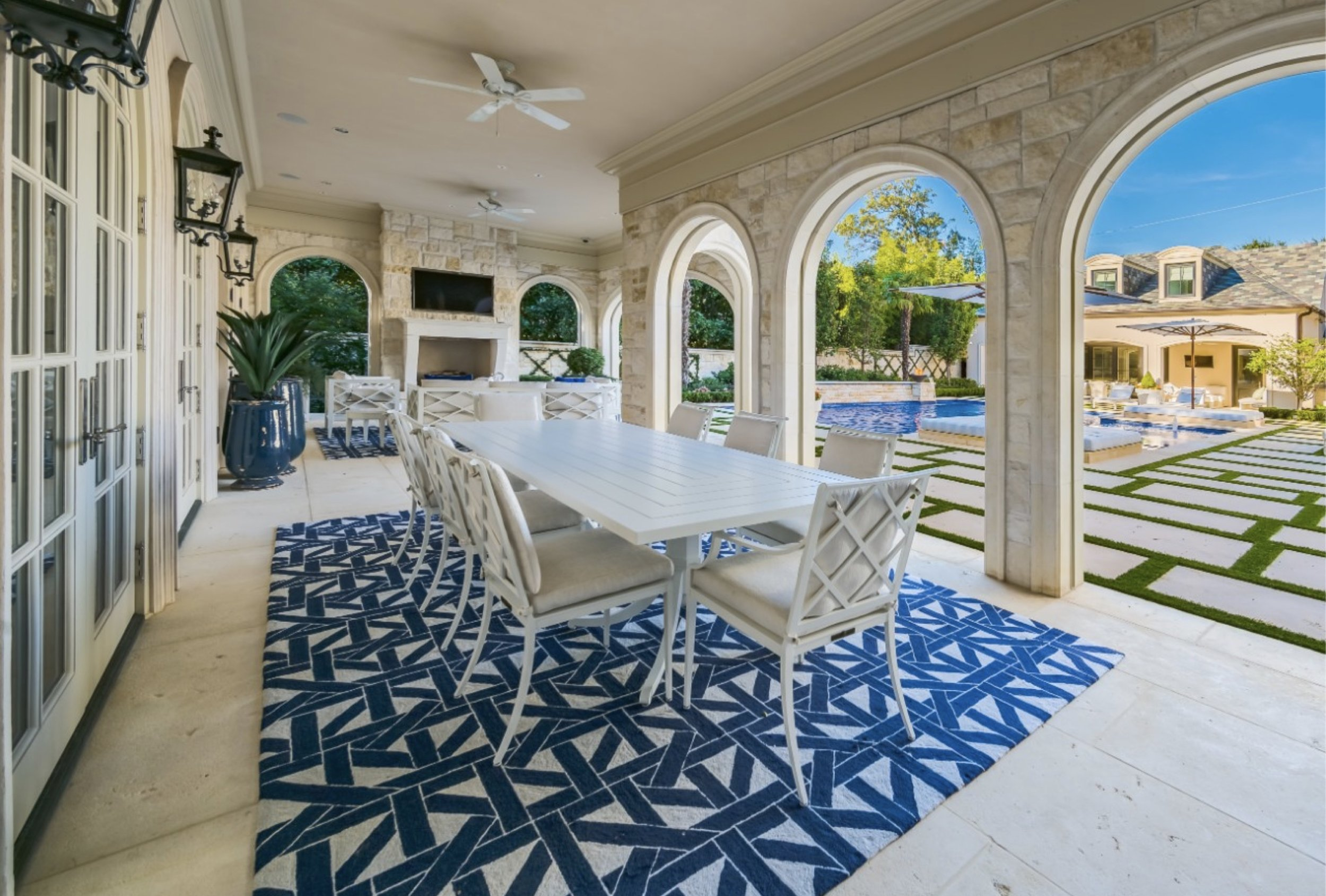 crescent_2–rear loggia dining area.jpg