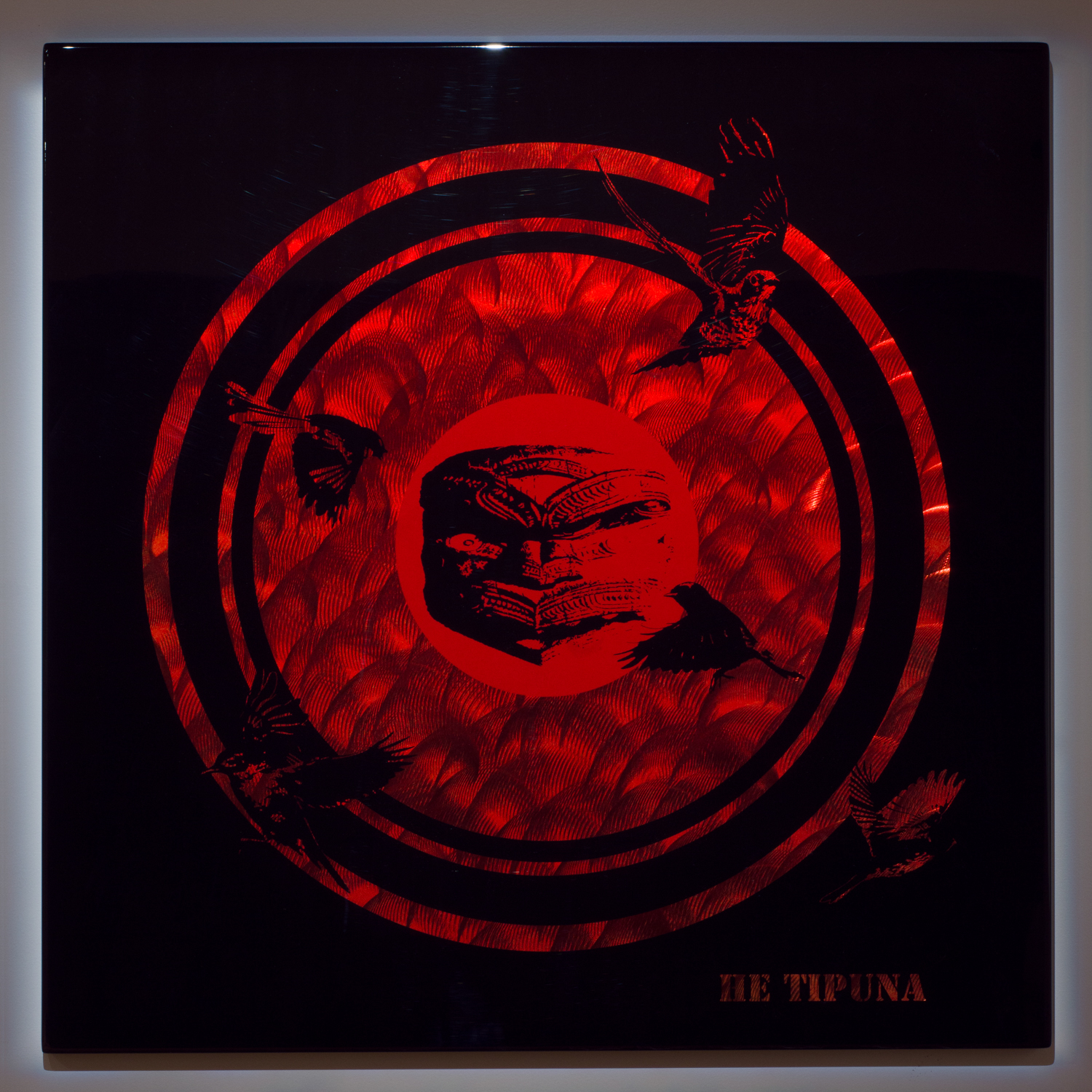 He Tipuna    2012    Lacquer on stainless steel    1 × 1m