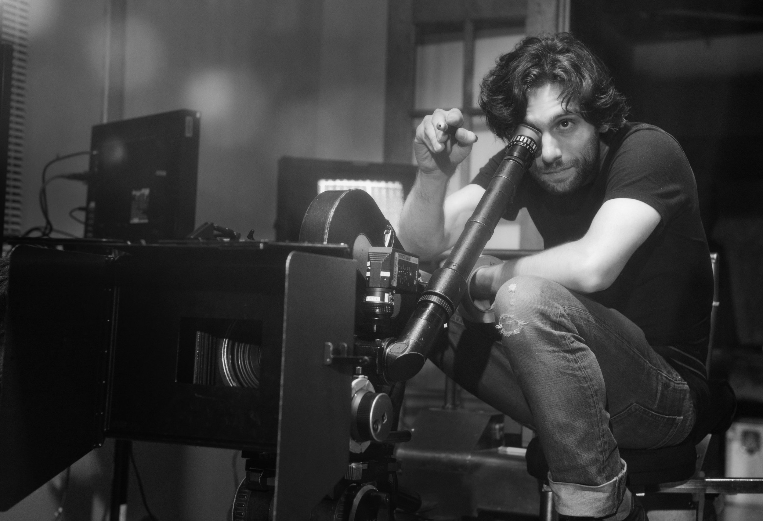 Brendan Bellomo - Director, producer, cinematographer and editor Brendan Bellomo is a multi award winning Director and VFX Supervisor for film, television and commercials.He currently resides in Los Angeles and works internationally.