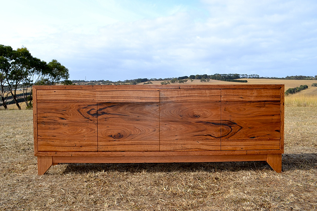 What is figure or character in timber?