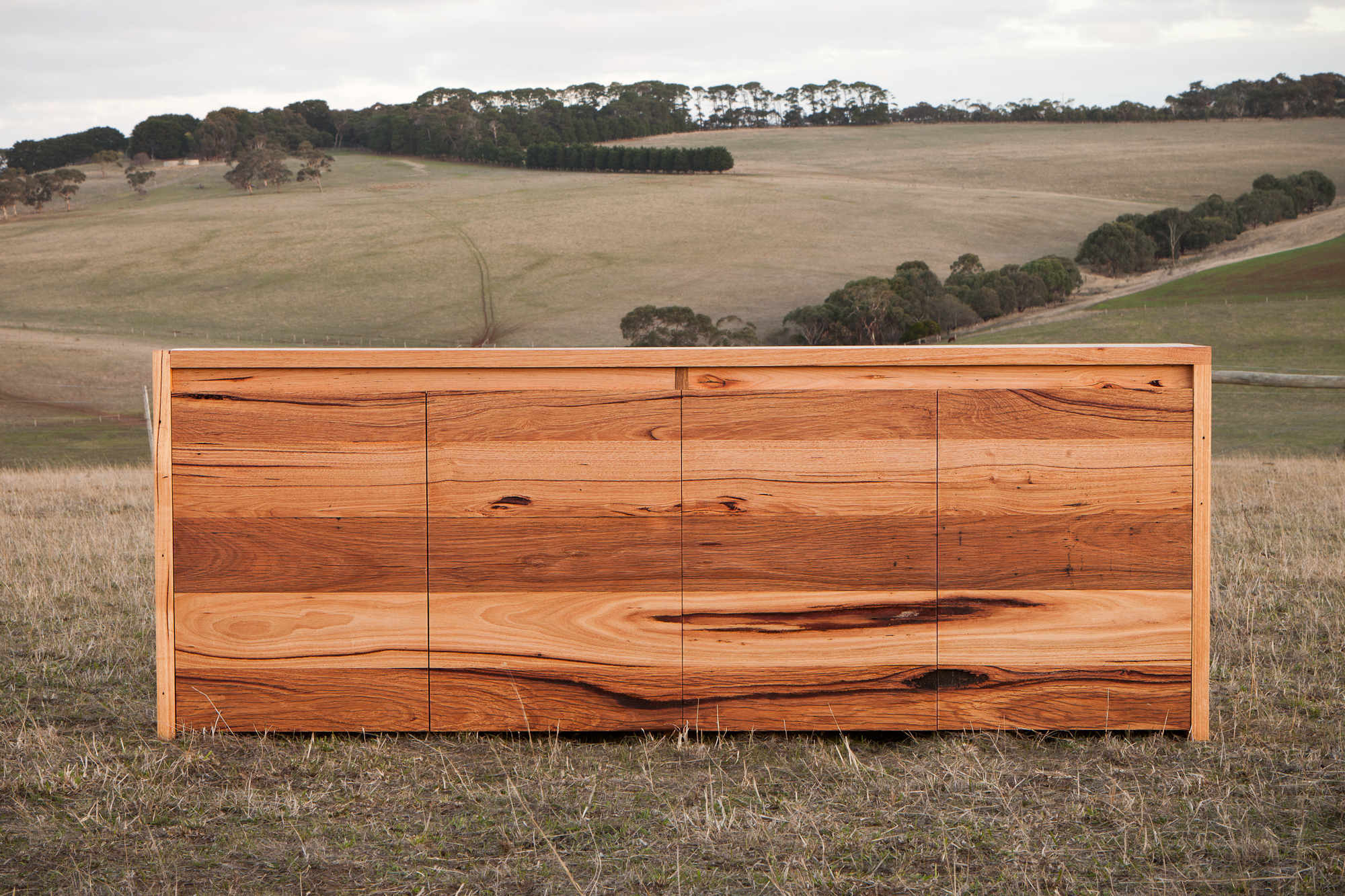 Messmate - Messmate is otherwise known as Eucalyptus obliqua. The colour of Messmate ranges from a pale to medium toned brown to light yellow with a hint of peach. A quintessential charactaristic of this timber is the regular gum veins, well defined rings and a course grain.