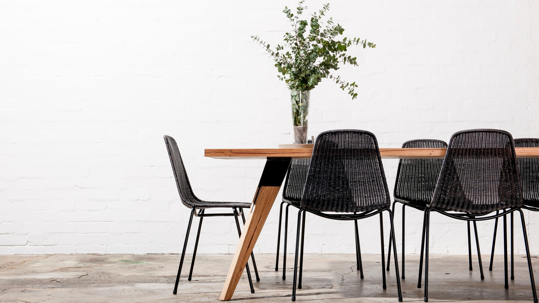 modern+timber+and+metal+dining+table+online
