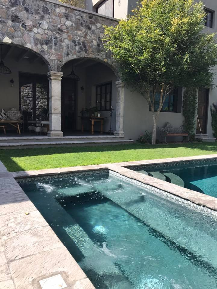 We stayed in a gorgeous mansion for the week, hosted by Desha Peacock of Sweet Spot Style.