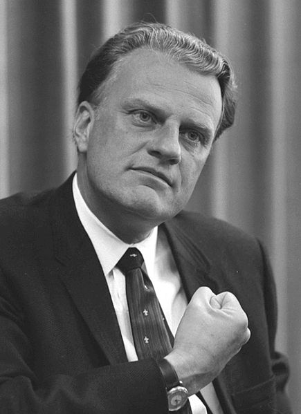 https://upload.wikimedia.org/wikipedia/commons/e/e0/Billy_Graham_bw_photo%2C_April_11%2C_1966.jpg