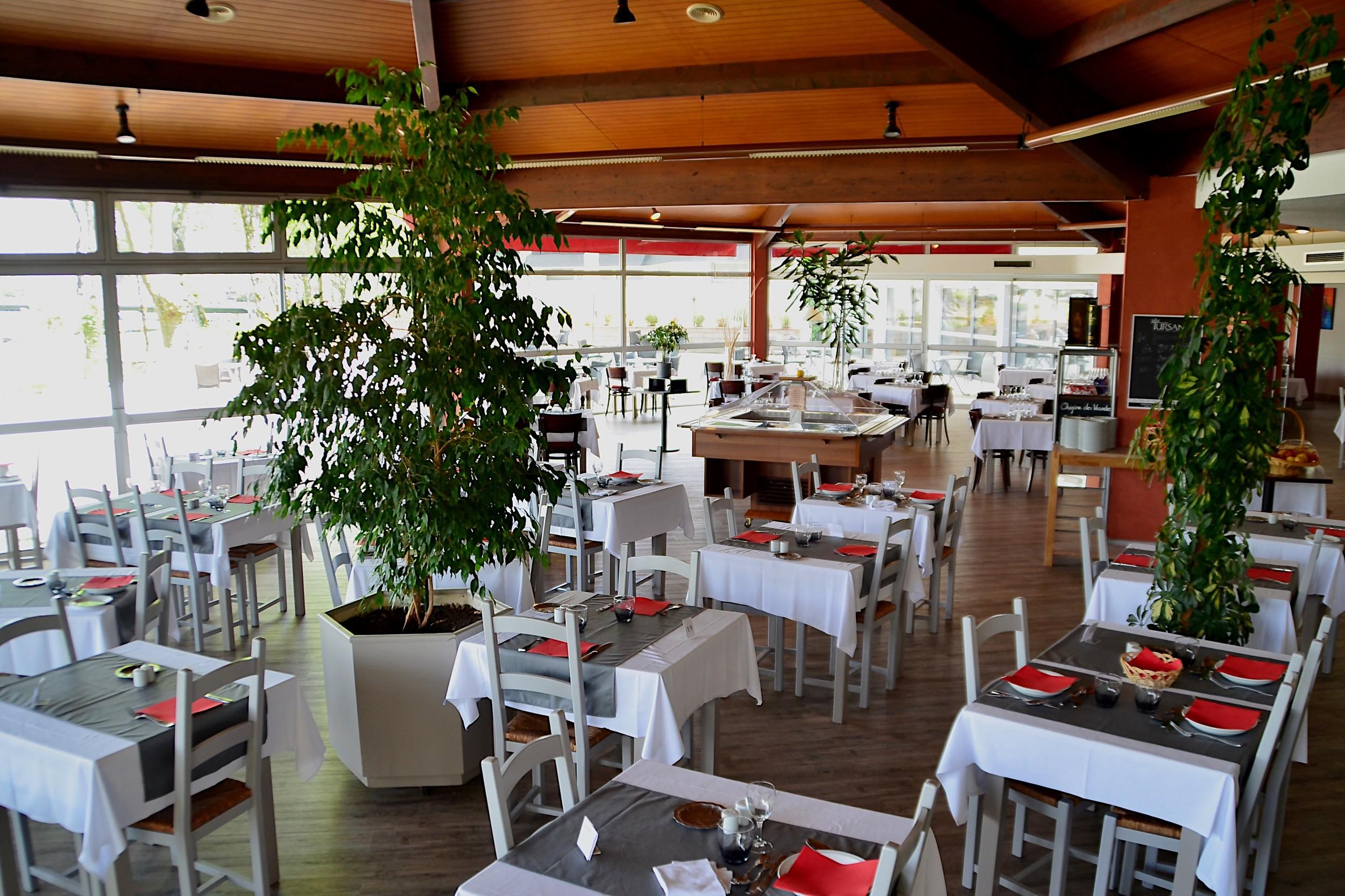 Dax Hotel - Restaurant 16.jpg
