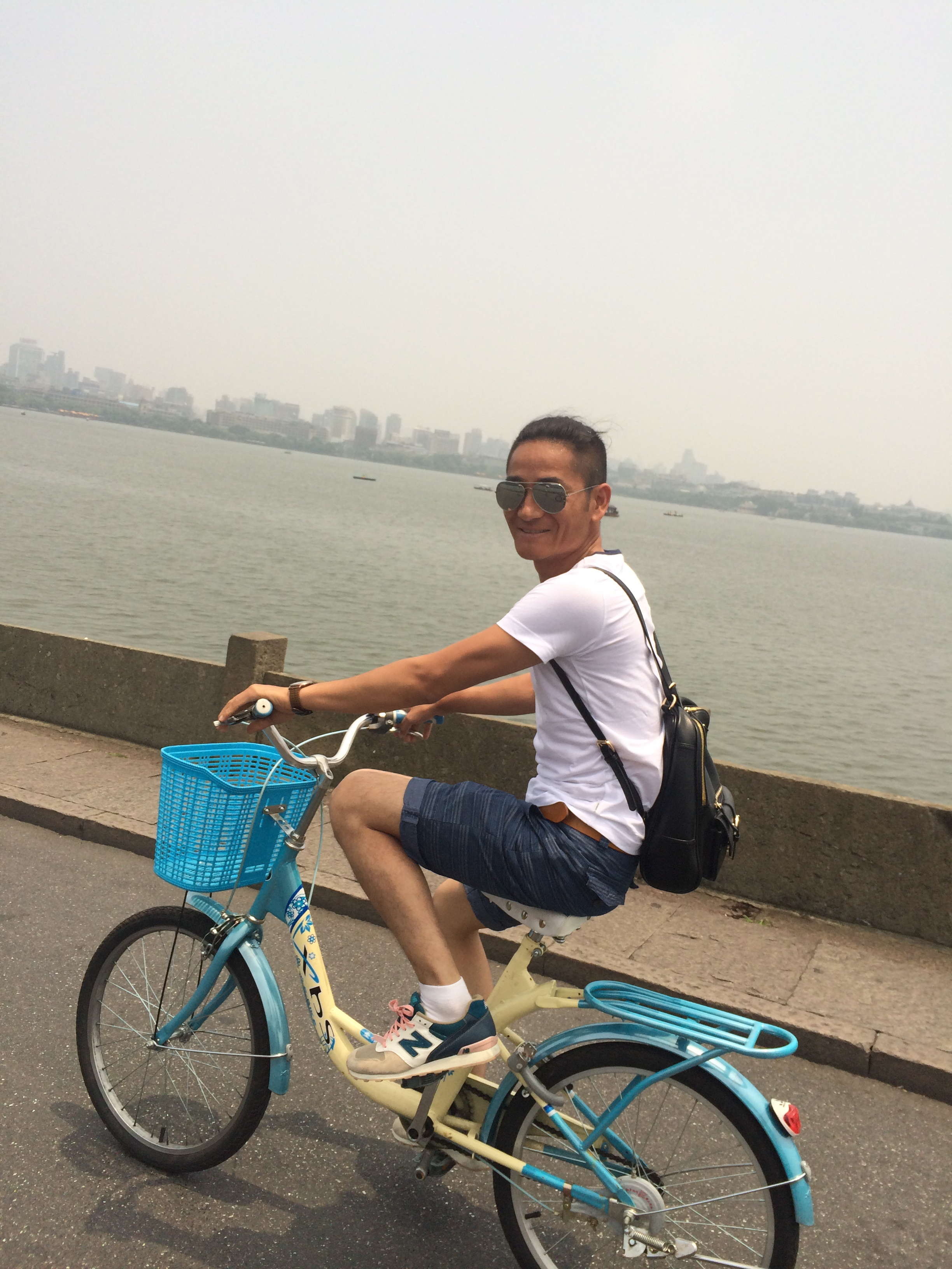 A local supporter in Hangzhou,nice pinky laces