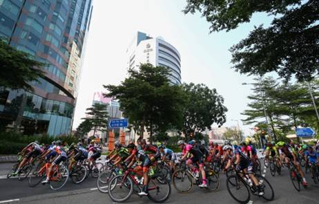 Visitors can watch the exciting race and cheer on the top international cyclists up close along the Tsim Sha Tsui harbourfront.