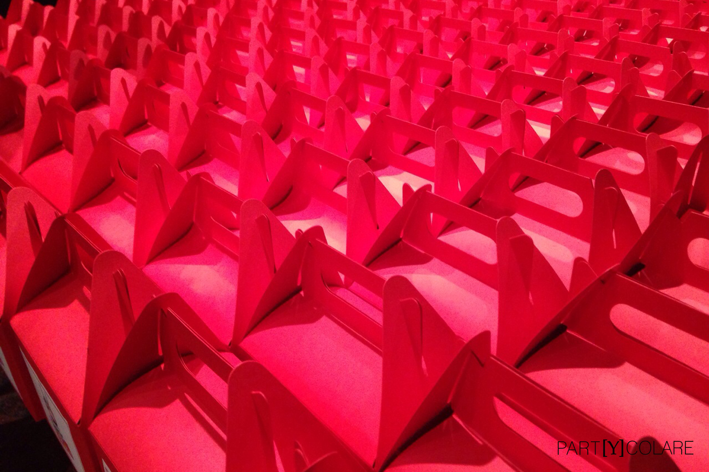 Los 250 KIT&PARTY del cantante era rojos, como el color corporativo de la empresa.