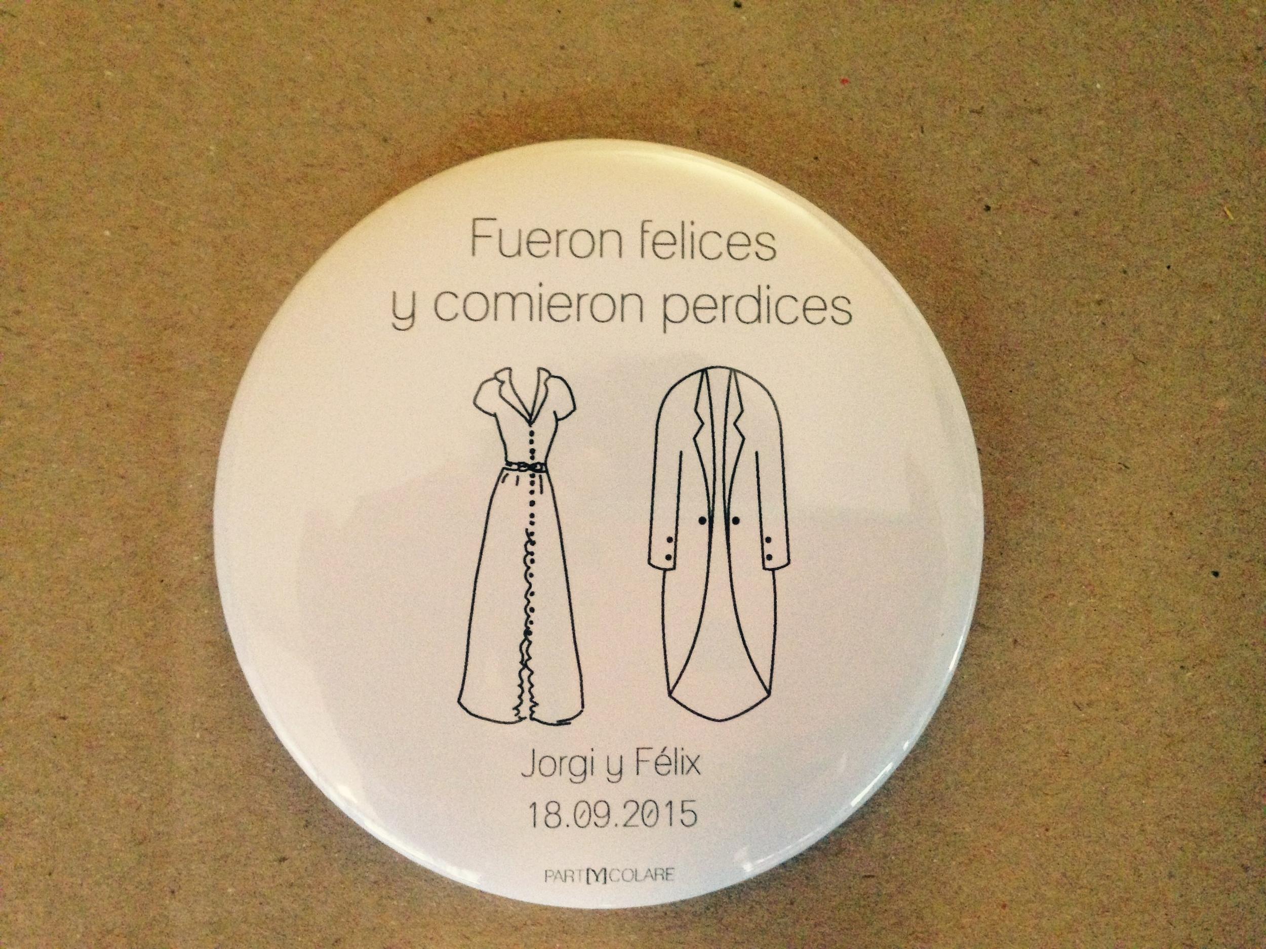 A partir de un dibujo, imitamos el vestido de la novia, para que sus espejos sean únicos y especiales.Foto: PARTYCOLARE.