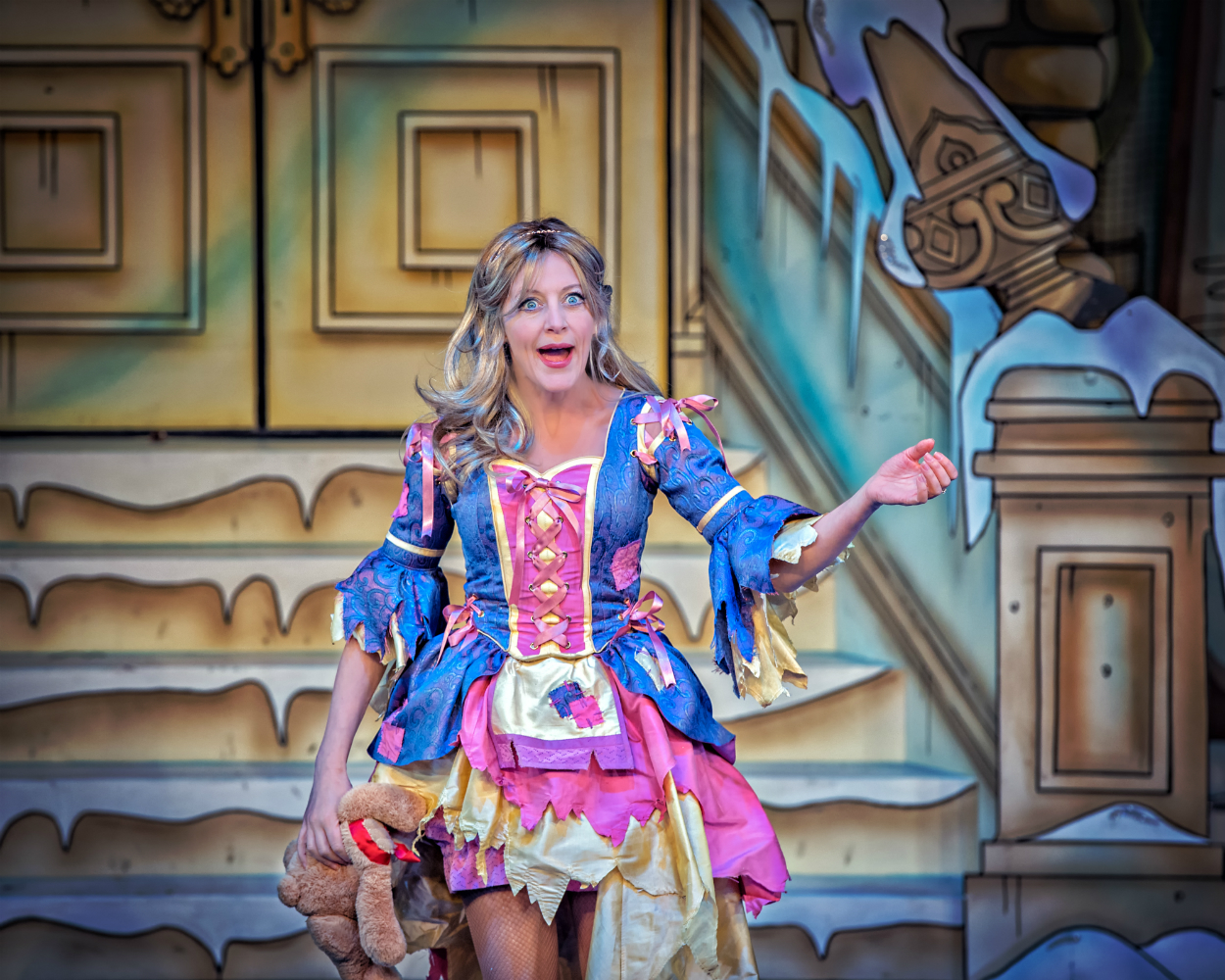 Cinderella 2016-17 Suzy Cooper  credit Anthony Robling.jpg