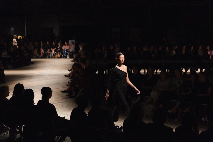 @zhuying.yz fashion show runway