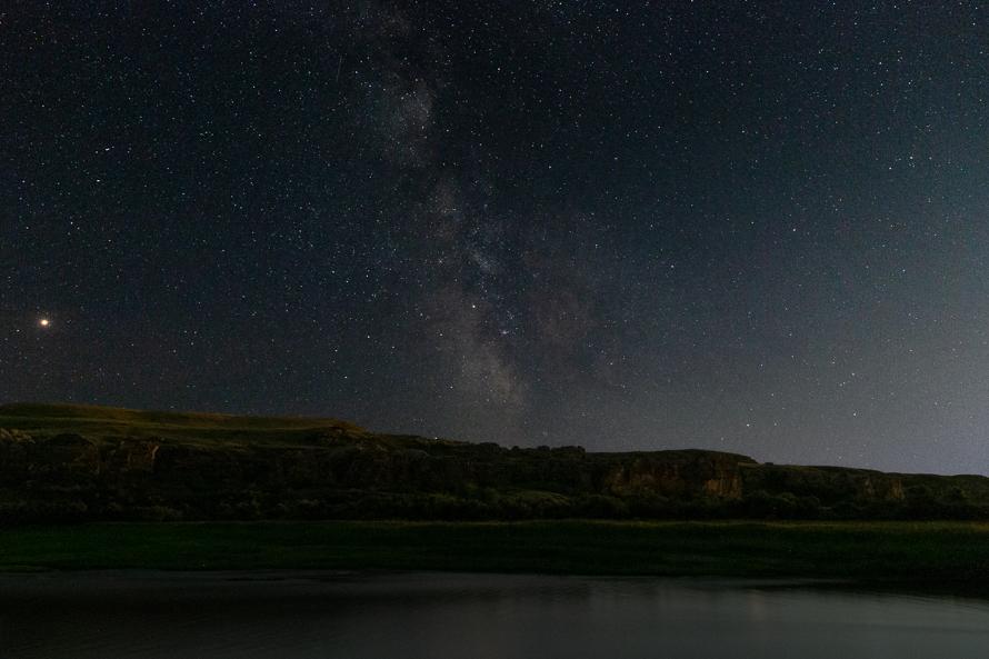 writing-on-stone-provincial-park-night-sky.jpg