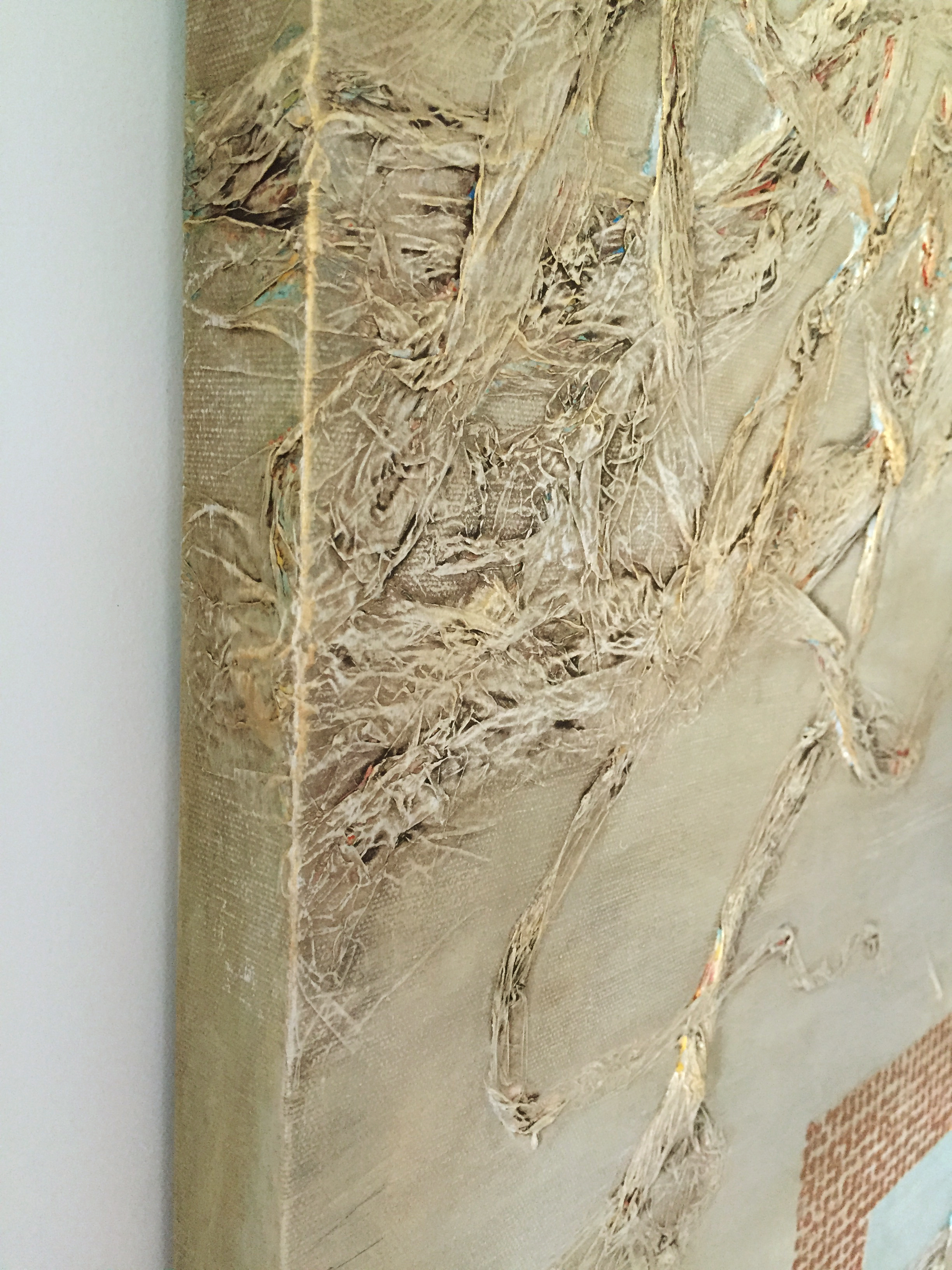 Shows how texture and painting wraps the edges of the canvas.