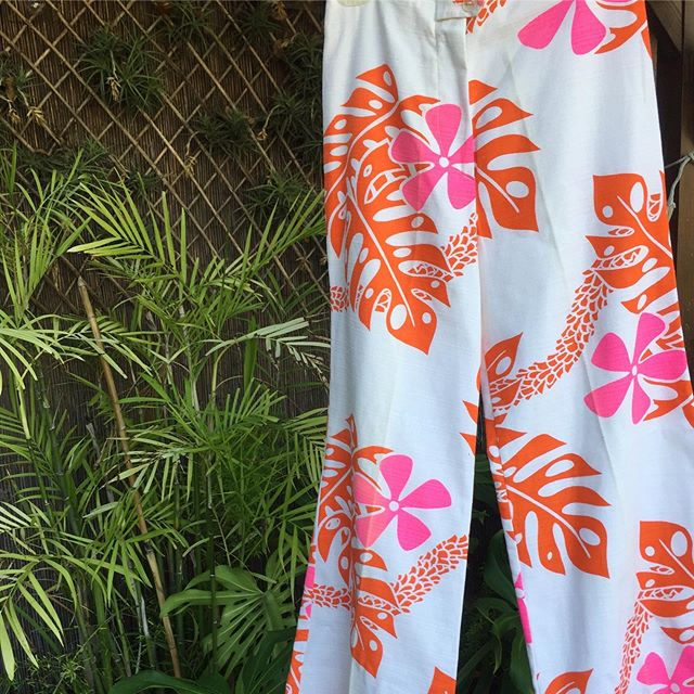 🧡💗What a find from Retro Diva 💃🏻😍 #vintagehawaii #monsteralove #alohameets70s #tikilandtradingcompany #tiki #aloha #leilove