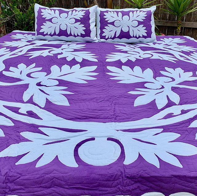 The Ulu' breadfruit trees were brought to Hawai'i by ancient voyaging Polynesians. The Ulu' tree was a source of wood, drums, surfboards, houses, and bark for kapa. Www.palamaimports.com or click the link in our bio. #uluquilt  #ulu #breadfruit #hawaiianquilt #hawaii #aloha #purple #kapa #tropical #vacation #lei #plumeria #hula #ukelele