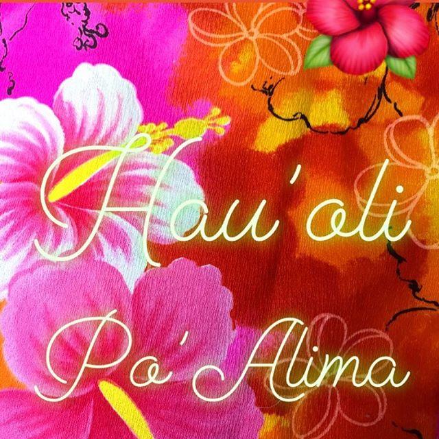 Hau'oli Po'Alima 🤙🏼🌺 Happy Friday www.palamaimports.com #hawaiivintage #hawaiianquilts #islandlife #aloha #hibiscus #plumeria #monstera #tiki #bedding #puamelia #lei #quilts #honu #cushions #interiordesign #beachdecor
