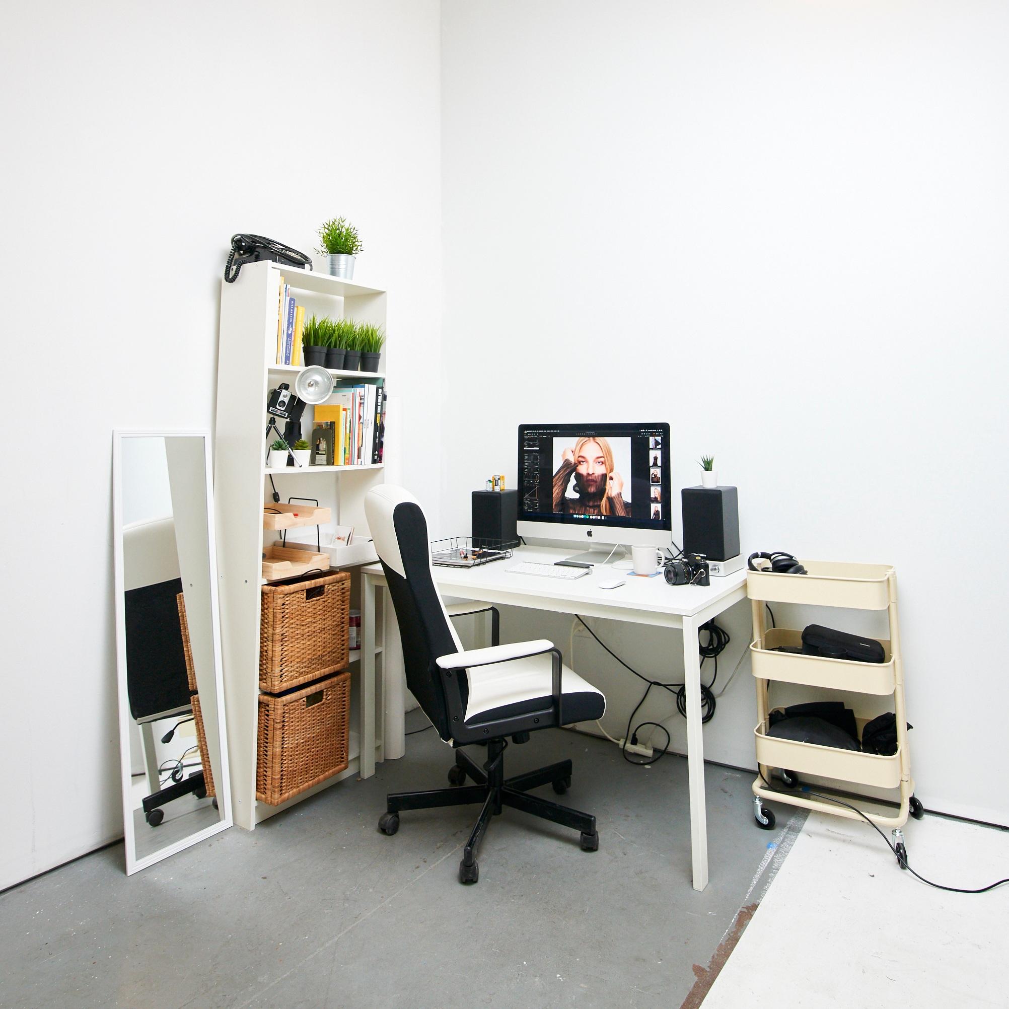 Studio+70+Desk+Tech+Setup+Mike+Edmonds