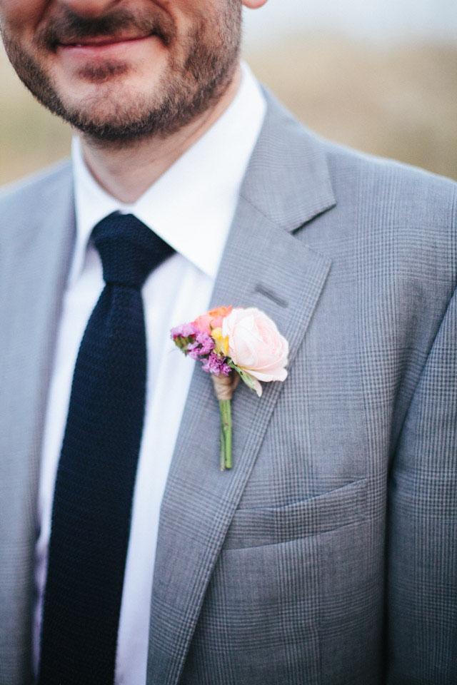 77_Detallerie_wedding-planners_colorful-wedding_groom-boutonniere.jpg