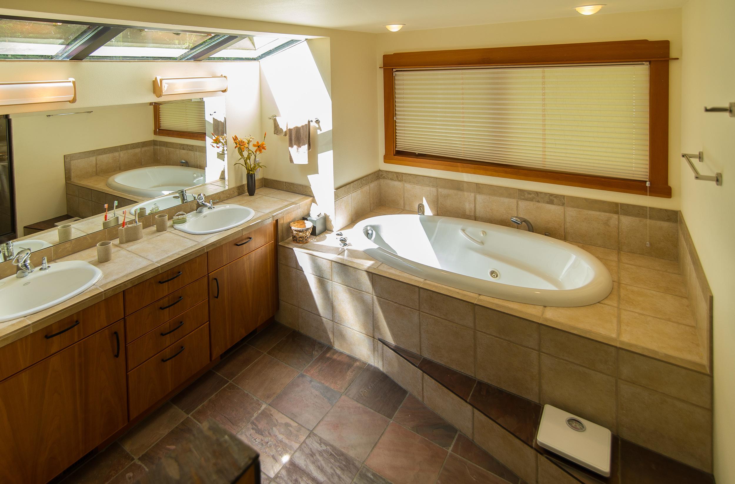 Master bath........