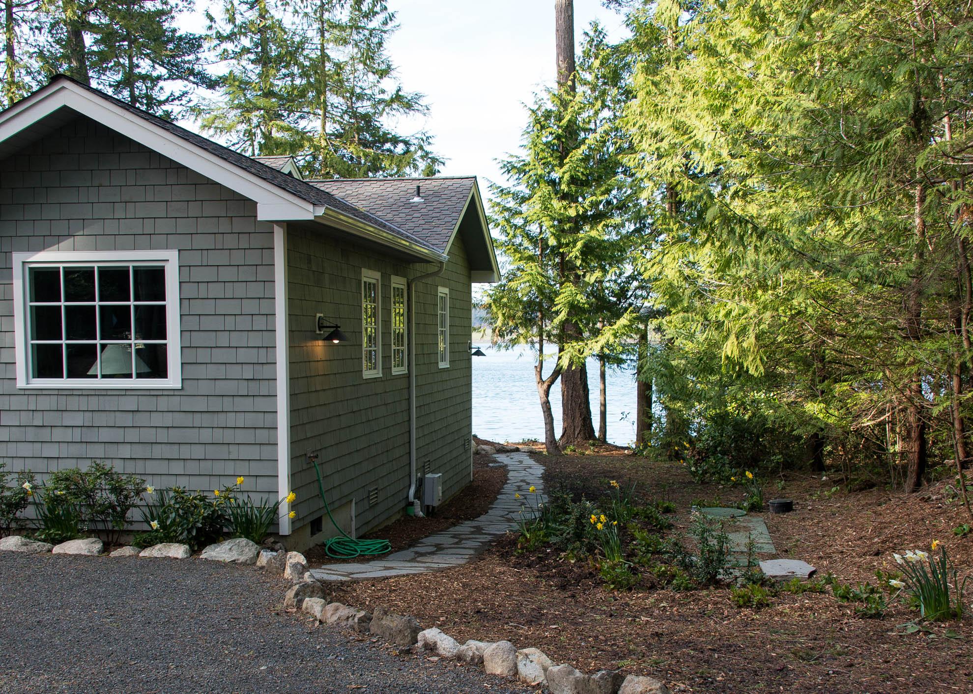 Friday Harbor, San Juan Island - Davidson Head Custom Guest House Exterior Side Path