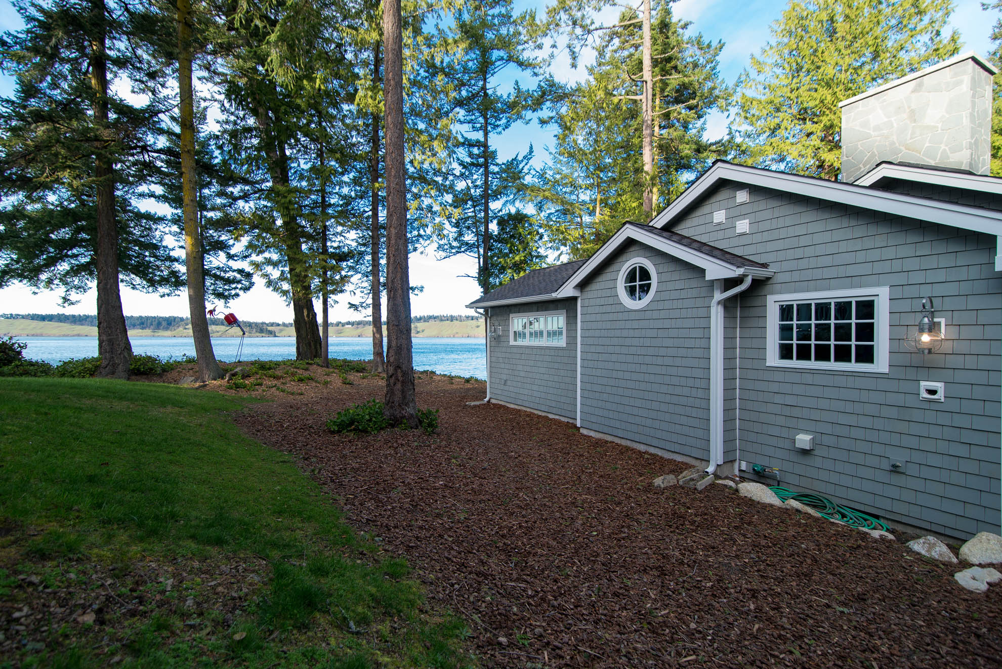 Friday Harbor, San Juan Island - Davidson Head Custom Guest House Exterior Side