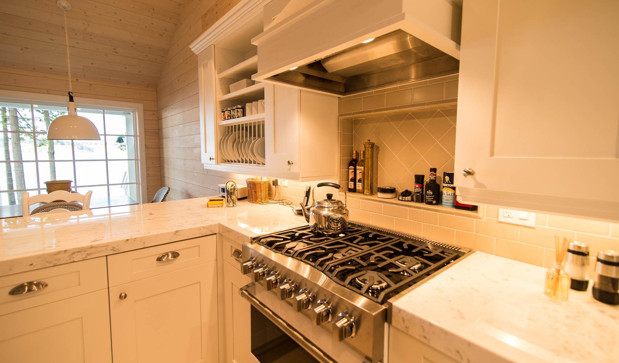 Friday Harbor, San Juan Island - Davidson Head Custom Guest House Kitchen