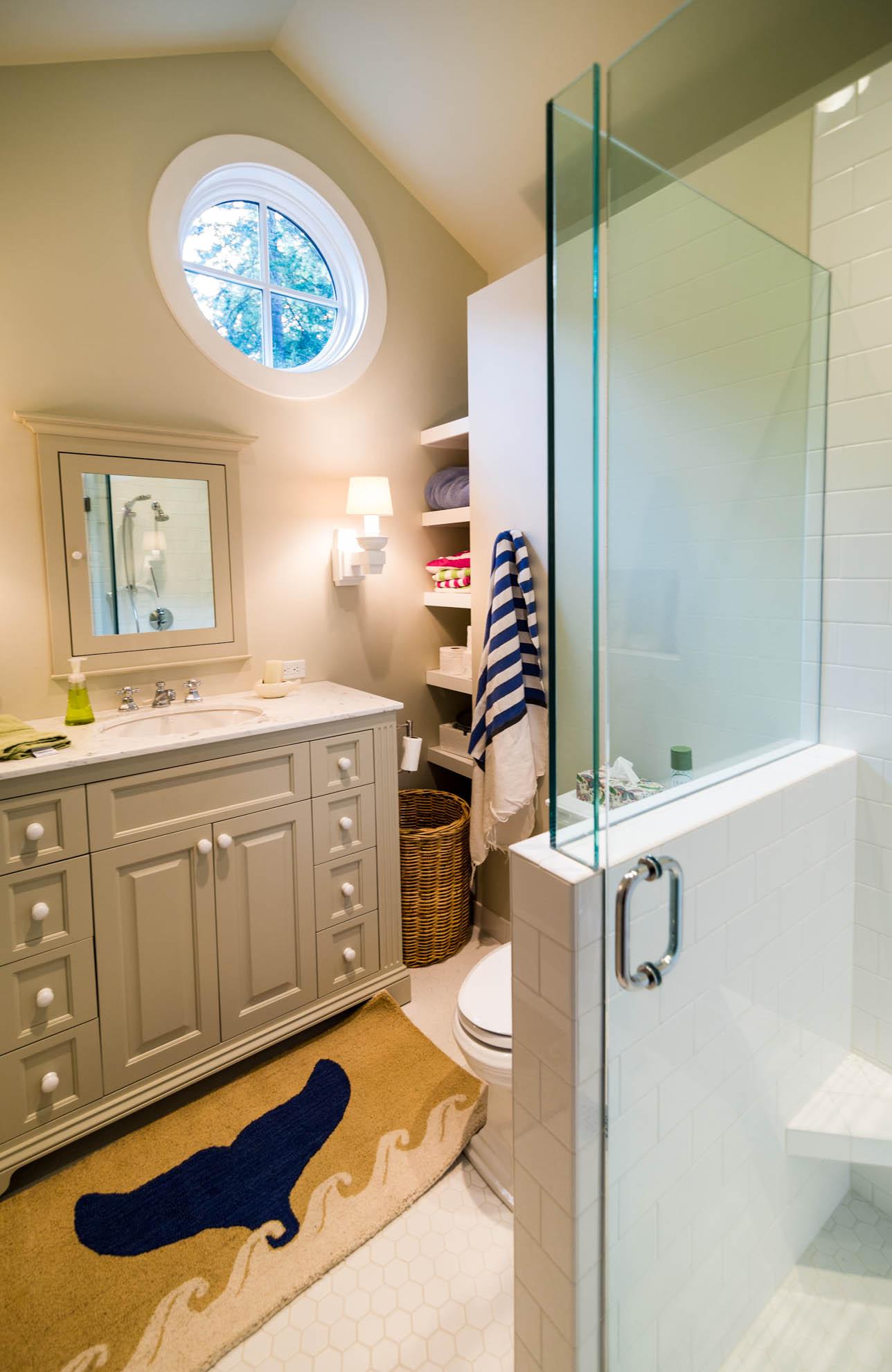 Friday Harbor, San Juan Island - Davidson Head Custom Guest House Bathroom