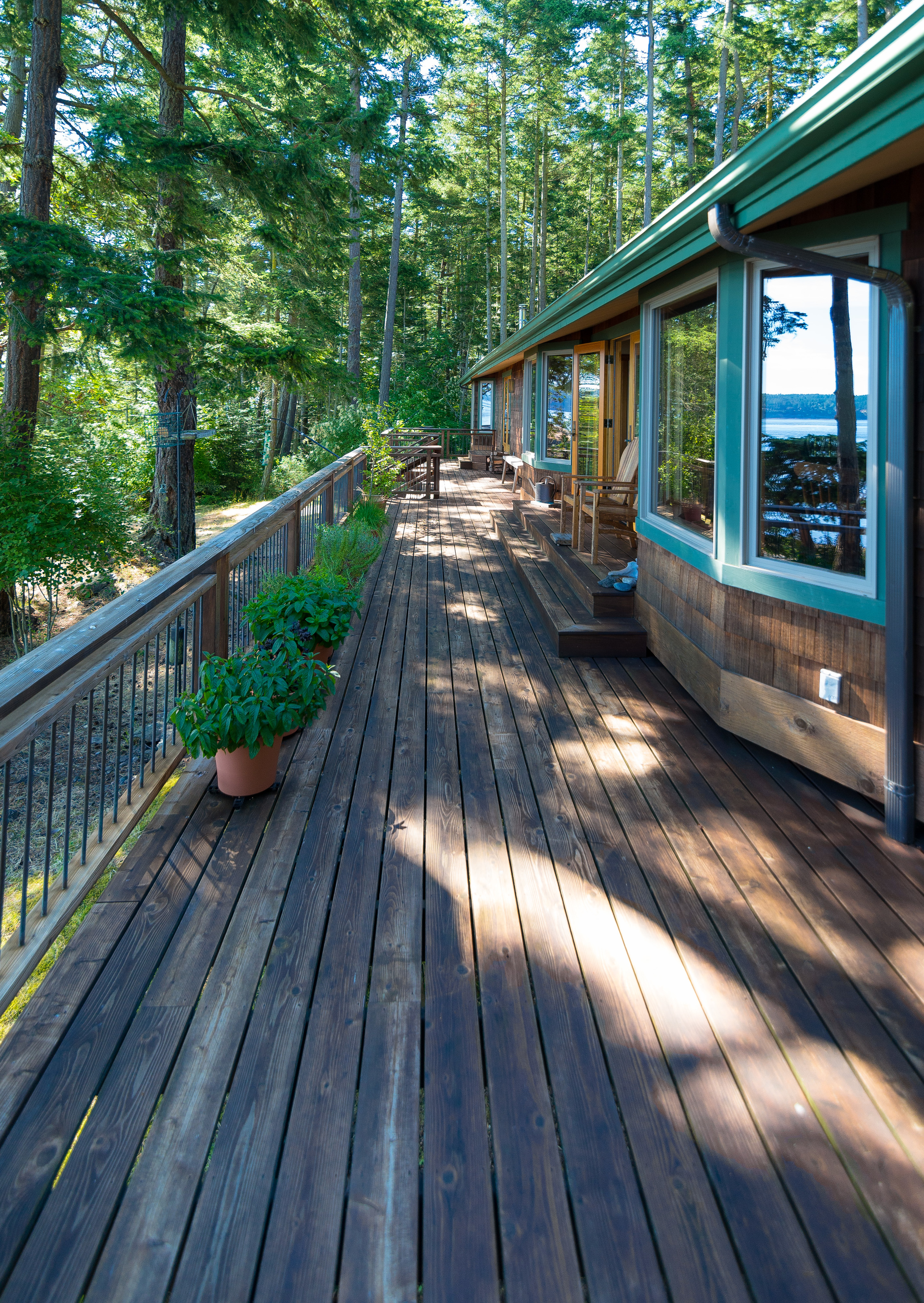 Water side deck main house......