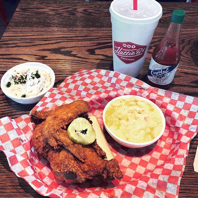 Today's breakfast in Memphis. 💁🏼♀️🍗#preflightsnack #casual #pimentomacncheese #hotchicken