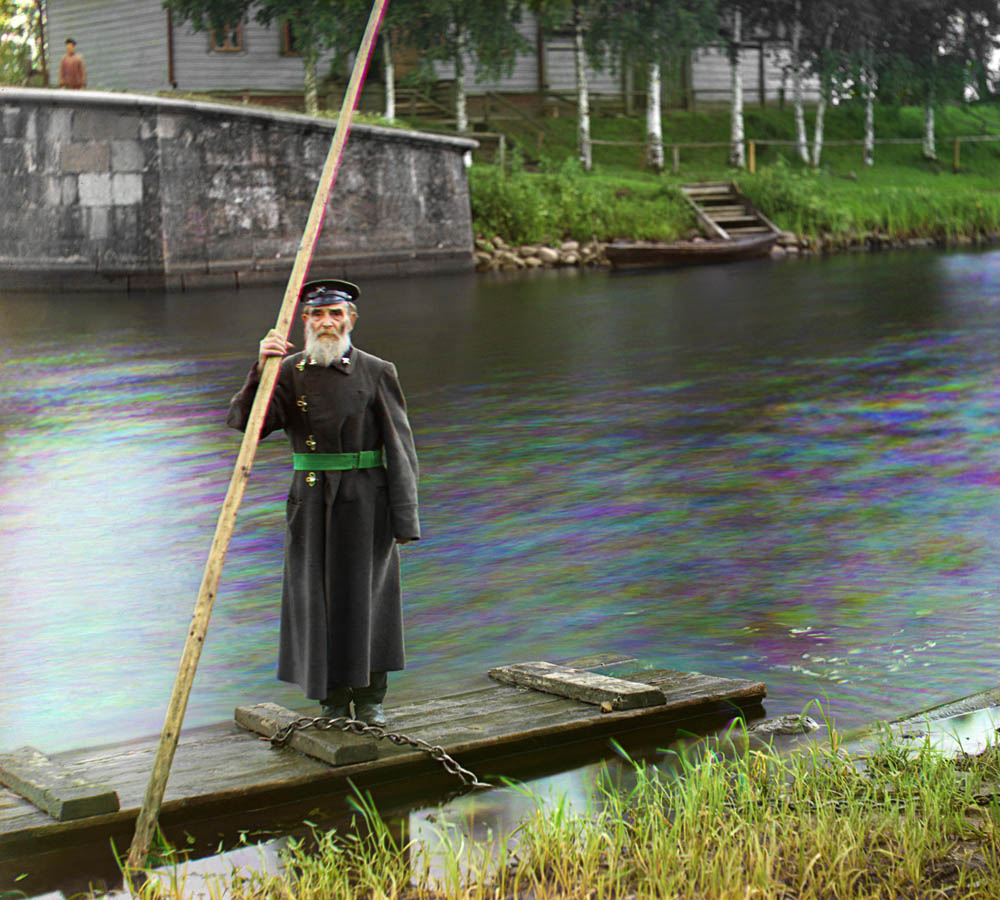 a lock keeper at the Chernigov floodgates, 1912