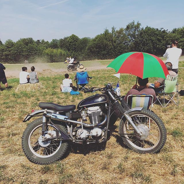 Who's been to the Malle Mile before? We attended and competed at this year's event for the first time, and had a blast! It's unlike almost any other bike event you'll go to in Europe, in that it's all about taking part and having a laugh. Sprinkle an eclectic mix of dirtbikes, people and outfits over the top and you have an intriguing recipe. If you hate rules, red tape and tyre warmers, check it out in 2019. We'll see you there! . . . @mallelondon #mallemile #classicbike #theclubman #matchless #custombike #scrambles #hillclimb #dirtbikerider #classicscramble #twinshocktrials