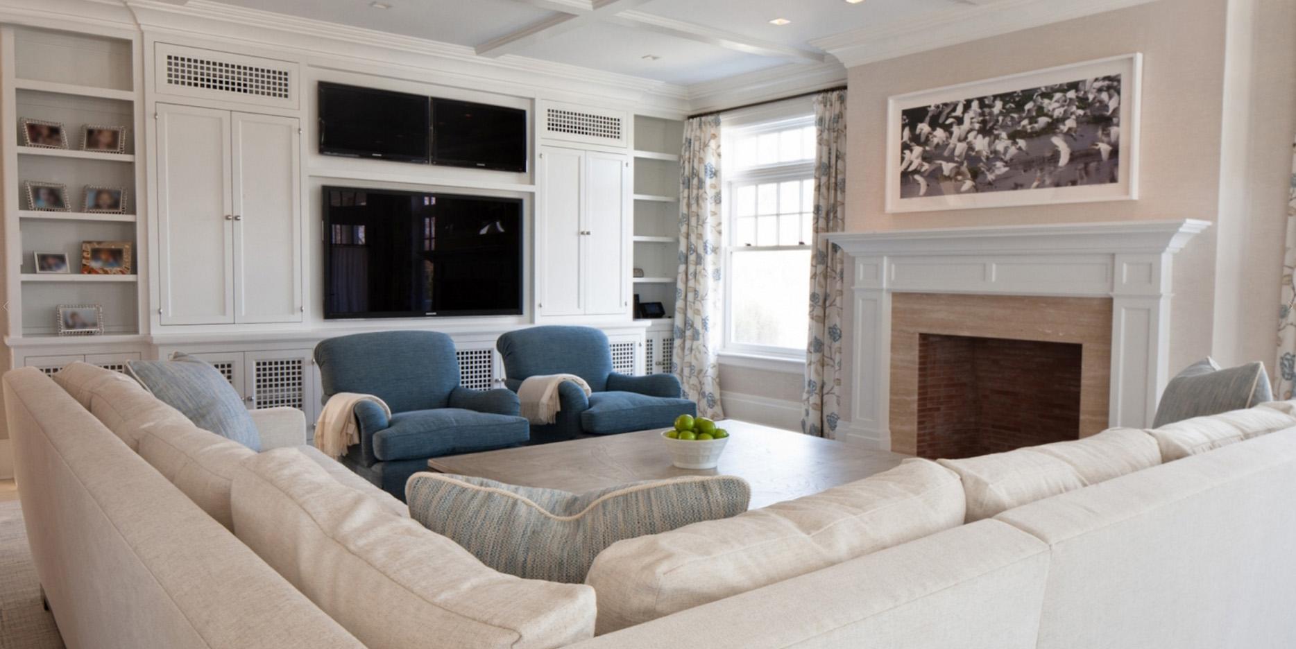 Livingroom Black Screens.jpg