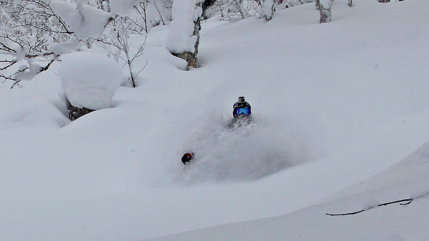 GIUDE TREVOR STAATS Deep in the Tokachi powder