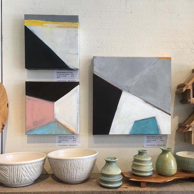 This little grouping -  on display now @cobaltgallerytoronto #kingstonroadvillage #local #painting #art #abstractpainting #pottery #contrast