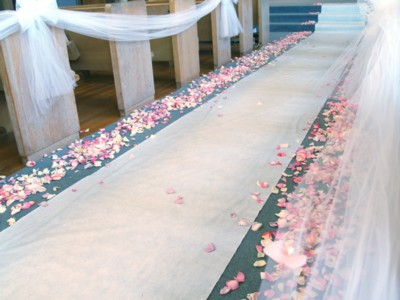 church-aisle-with-flower-petals-and-tulle-small.jpg