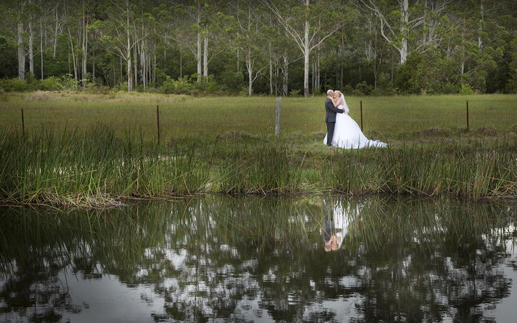 wedding_ZaniaPaulDamKissing.jpg