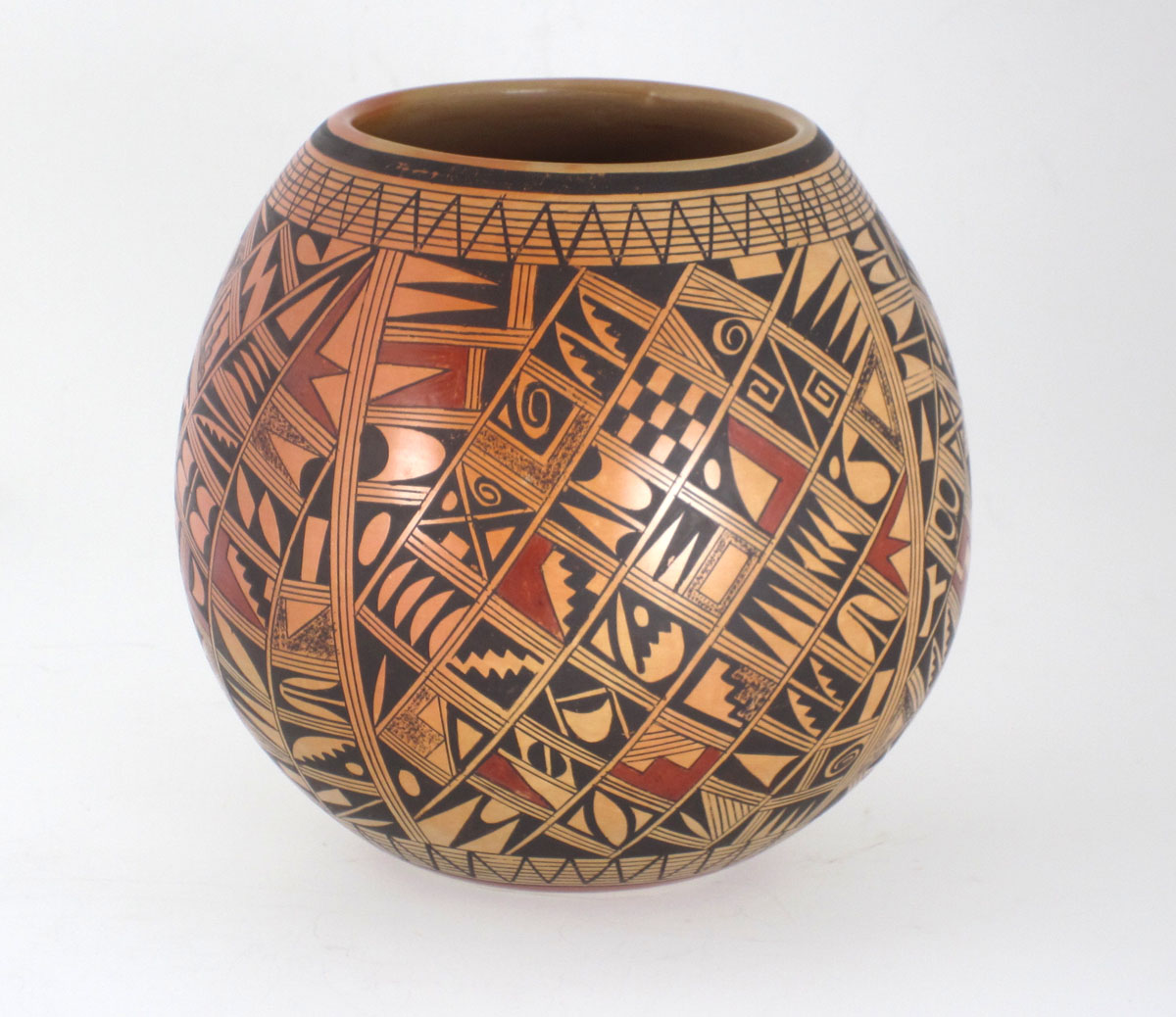 Rondina Huma pot with multiple images of Prehistoric Hopi pottery designs, 1989. https://www.marcyburns.com/pottery-collection/ywokniw724eolruurxphvbsihydry5