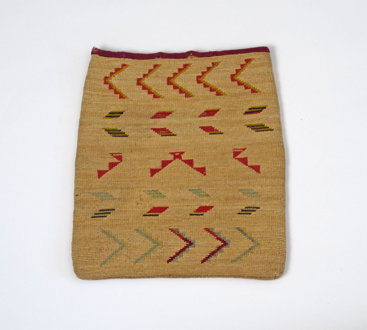 http://www.marcyburns.com/baskets-collection/nez-perces-cornhusk-bag-3