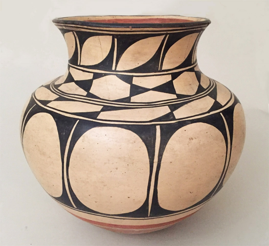 Kewa (Santo Domingo) pottery jar attributed to Felipita Aguilar Garcia and Asuncion Aguilar Cato, circa 1900-1910   http://www.marcyburns.com/pottery-collection/bvt2rmijedhqz90jynpv4yohr05yus