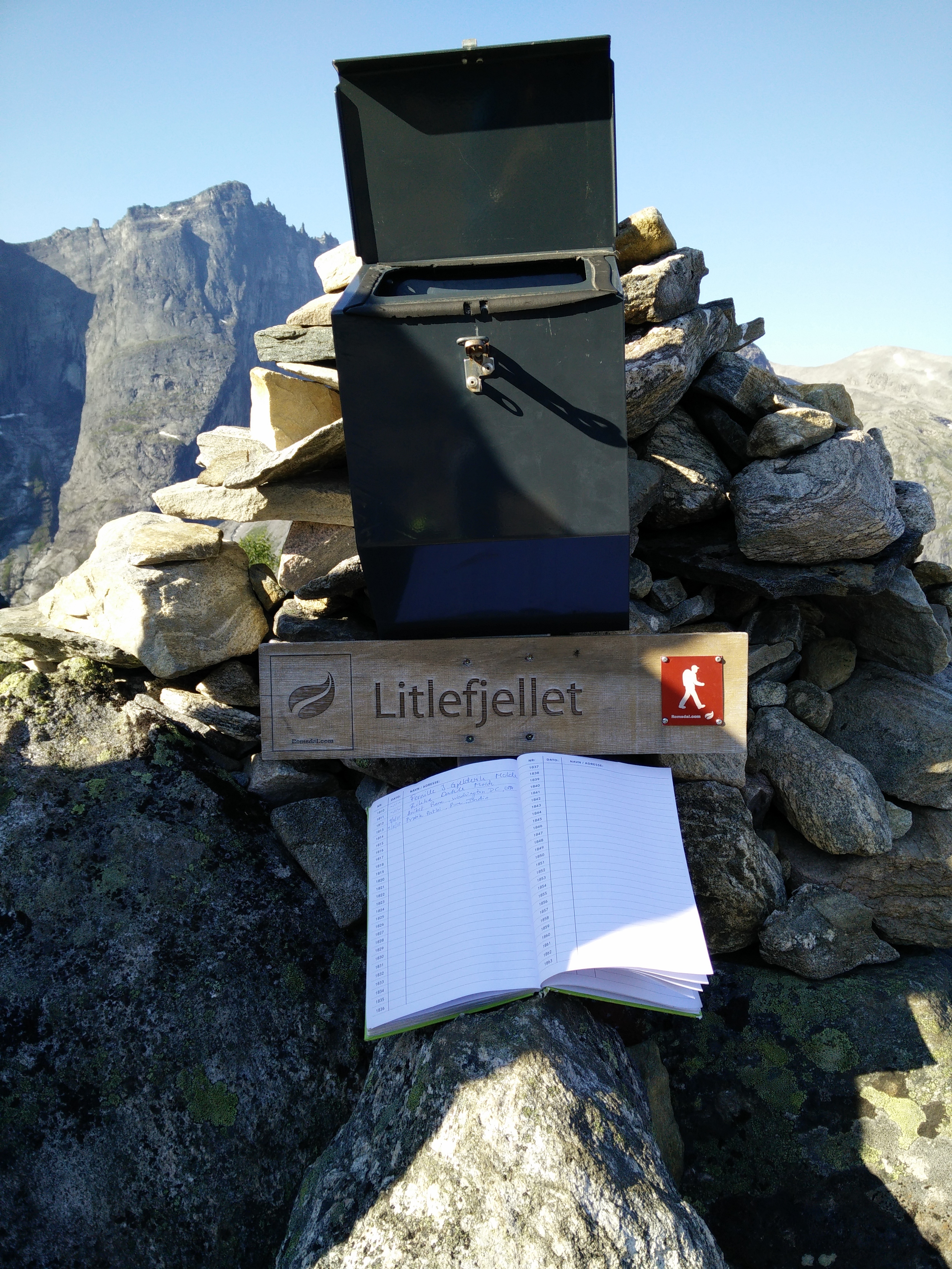 The record book of people who visited Litlefjellet