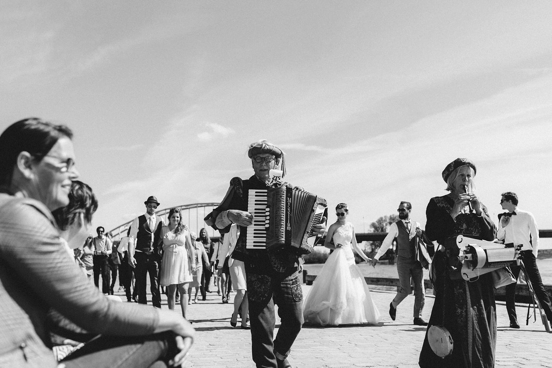Pure Bruidsfotografie Deventer - Vintage bruiloft aan de IJssel - Jeroen en Hannah_0027.jpg